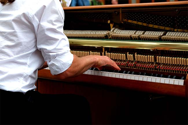How Much Does it Cost to Tune a Piano? An Accurate Price ...